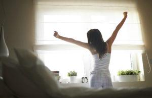 睡眠不足を解消する女性